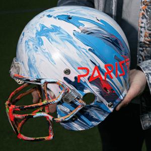 Helm von Coach Patrick Esume